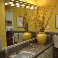Geel sanitair voor in de gele badkamer